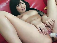 Japanese chick takes on a dildo